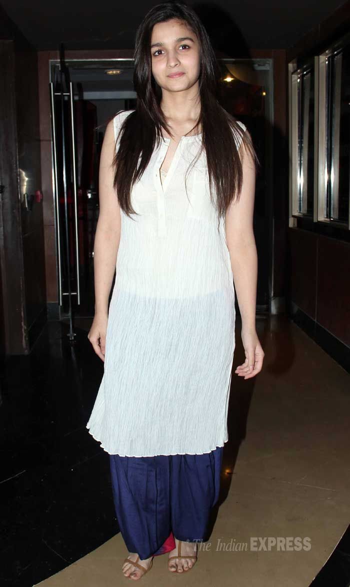 Alia Bhatt in plain crinkled Kurta over Dhoti Salwar, some (silver) Accessories would have been nice  #Desi
