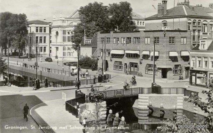 Turfsingel oostzijde met St. Jansbrug, schouwburg en Gymnasium, 1920