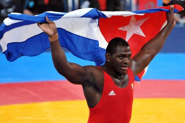 Papá Mijaín, el intocable: El oro que conquistó este lunes en Londres Mijaín López, nuestro representante en los 120 kilogramos de la lucha grecorromana, lo convirtió en el gladiador cubano más laureado de la historia