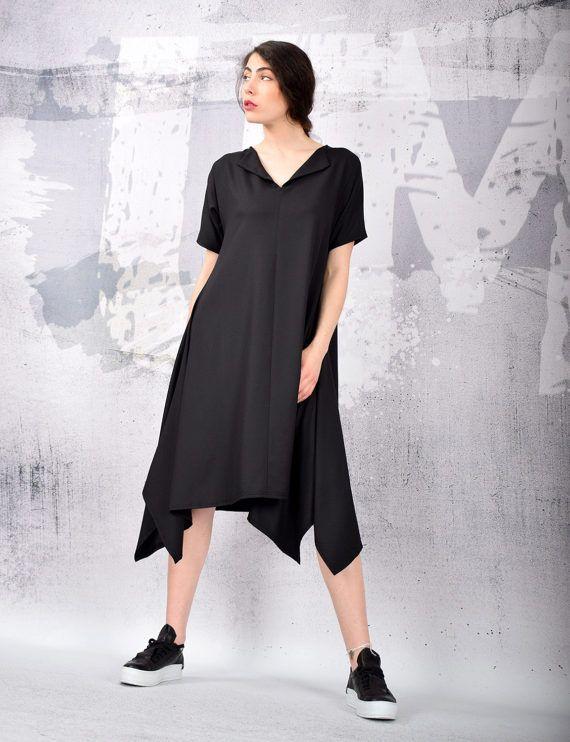 MIDI la rodilla negro asimétrico vestido de mangas cortas.   Puedo hacer el vestido según su tamaño. NO cobrar dinero extra para la orden de encargo.  Material - viscosa, poliester, lycra   El modelo de la foto es tamaño S.  Se puede hacer en todos los tamaños.  Disfruta de este vestido y