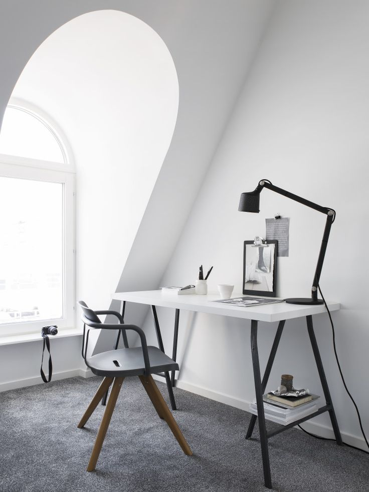 STIL INSPIRATION Workspace, Vipp lamp, Tolix T14 chair. Styling Pella Hedeby, Photographer Sara Medina Lind