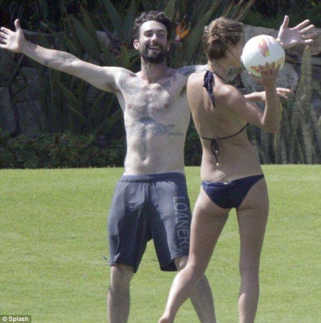 Adam Levine engaged: Victoria's Secret model fiancée Behati ...