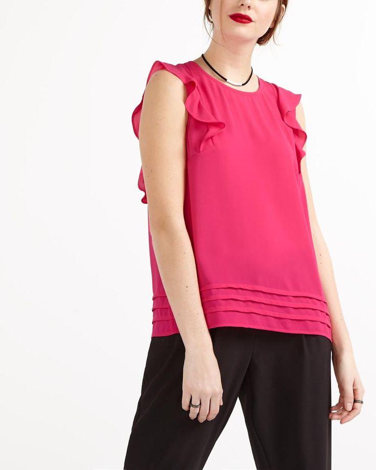 rafrachissez votre collection d39essentiels avec cette blouse sans manches fminine