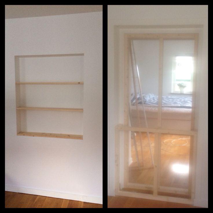 En gammal dörröppning blev en platsbyggd  bokhylla