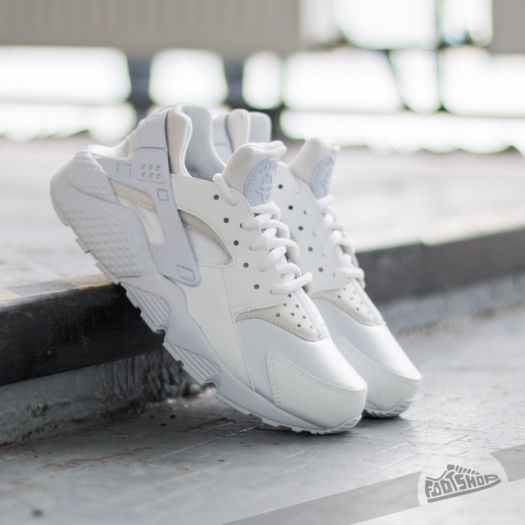 Nike Wmns Air Huarache Run White/ White za skvělou cenu 2 490 Kč s dostupností ihned najdete jen na Footshop.cz!