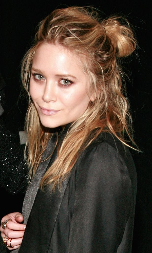 MARY-KATE OLSEN LOOKING EFFORTLESSLY COOL WITH A MESSY HALF-UPDO