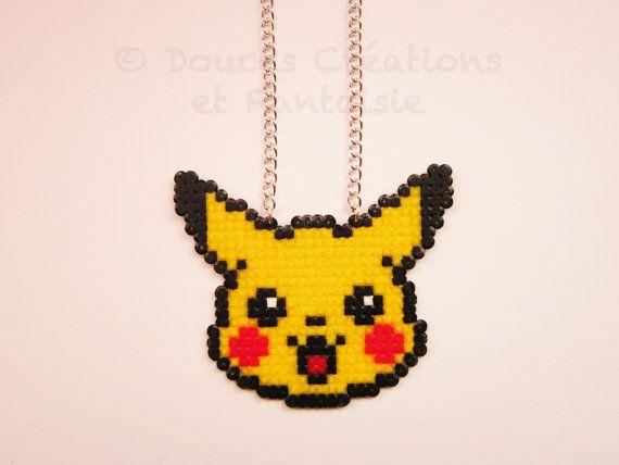 Bijou Collier Pikachu, pokémon, kawaii geek, perle hama bead, 8 bit pixel art, femme enfant adolescente, fait-main