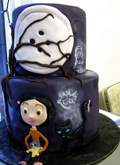 Such a cute cake!! Big fan of Coraline Jones!!!