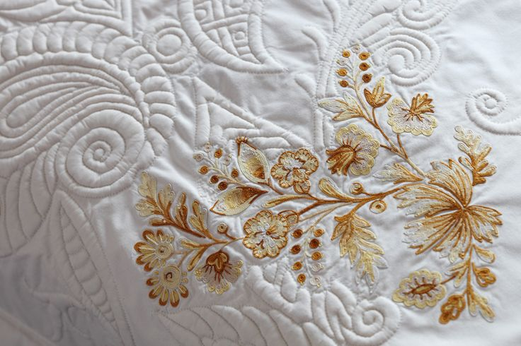 Boutis main et broderie en point de Beauvais. / Hand quilted bed spread, hand embroidered in Point de Beauvais stitch.