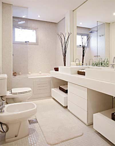 Banheiro branco: Banheiro Banheira, Small Bathroom, Banheiro Com Banheira, Banheiro Decorado, White Decor, Banheiro Lavabo, Banheiro Casal, Bathroom Decor, Banheiro Branco