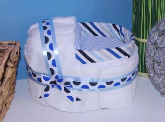 Gâteau de couches petit berceau bleu gâteau de couche bébé