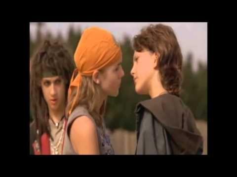 Die Wilden Kerle 2 Jimi Blue Ochsenknecht:Leon und Sarah Kim Gries:Vanessa küssen sich nachdem sich Gonzo Gonzales zusammen mit den wilden Kerlen besiegt haben.