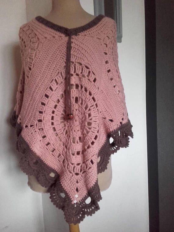 Châle  poncho fait main  rose foncé / marron clair ref: