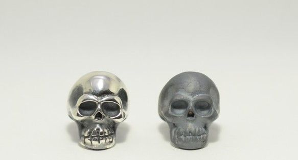 どことなく笑っているような造型の少し間抜けな顔をしたスカルのリング。骸骨の指輪はかっこいいけれどちょっと怖い顔が多い、笑う角には福来るだろう。と言うことでデザ...|ハンドメイド、手作り、手仕事品の通販・販売・購入ならCreema。