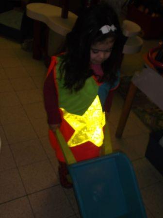 Het Toverklasje: donker in de klas dus lichtgevende en fluorescerende kleren aan