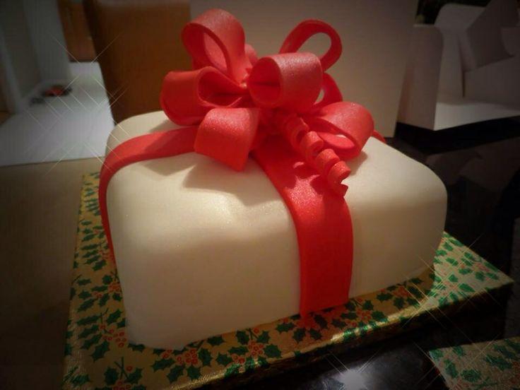 Christmas cake decorated as a Christmas present