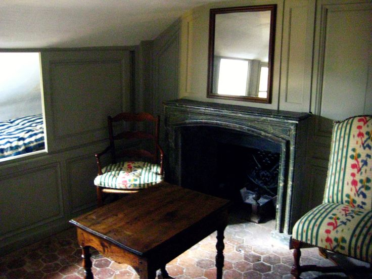 Rooms: Mme De Pompadour's Maid Quarters.