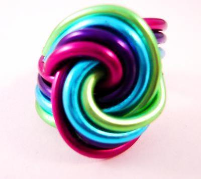 Handgemaakte ring van aluminium draad! Kijk op de website van feliva voor meer sieraden