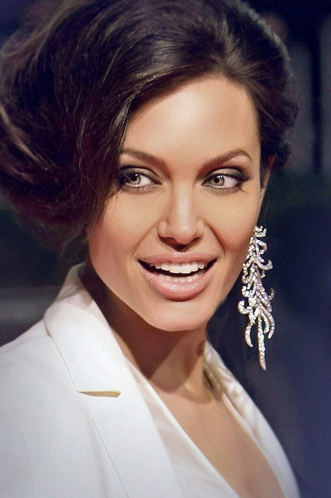 Angelina Jolie. Could she be any more gorgeous????