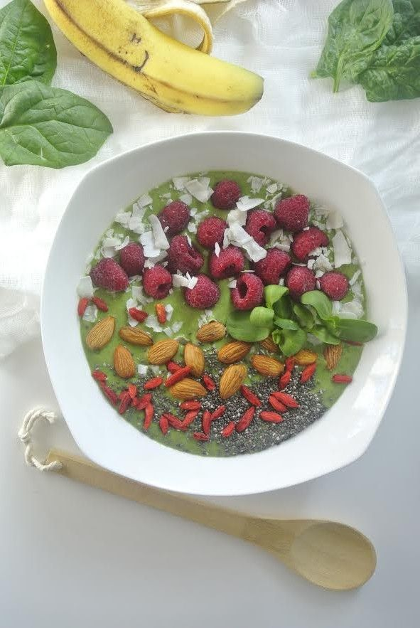 This Vibrant #GreenSmoothie Bowl is a must try. Did you know you could eat a green smoothie? It's delicious! Have it for #breakfast or a fabulous afternoon #snack. It's #healthy and #delicious!