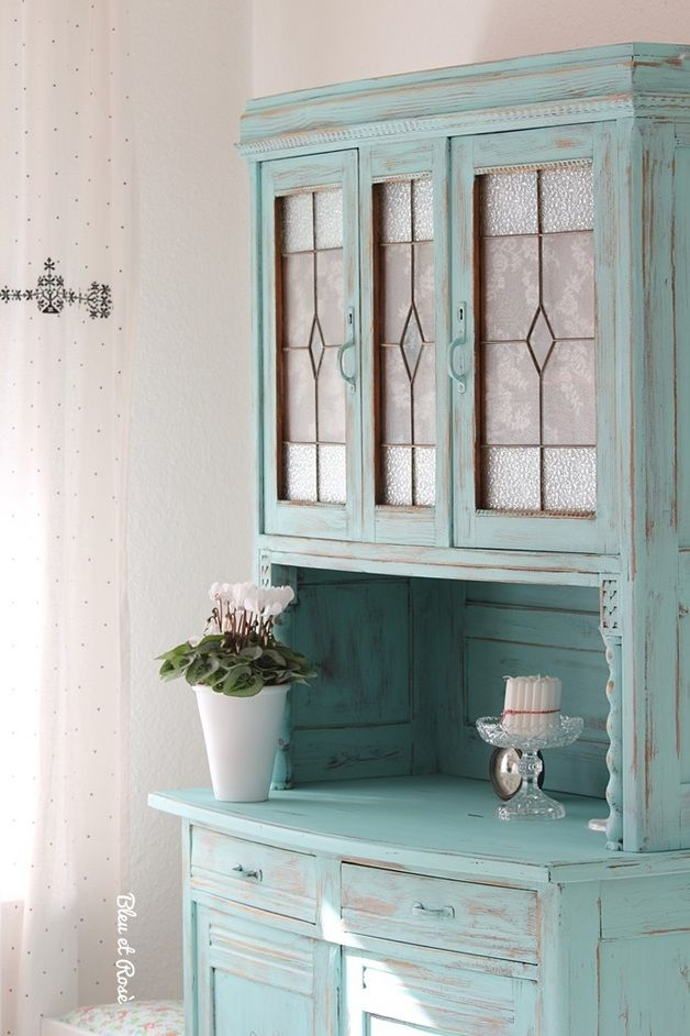 25 best ideas about china cabinet decor on pinterest hutch makeover painted hutch and. Black Bedroom Furniture Sets. Home Design Ideas
