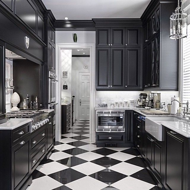 44 Best White Appliances Images On Pinterest: Black And White Kitchen With #Thermador Appliances
