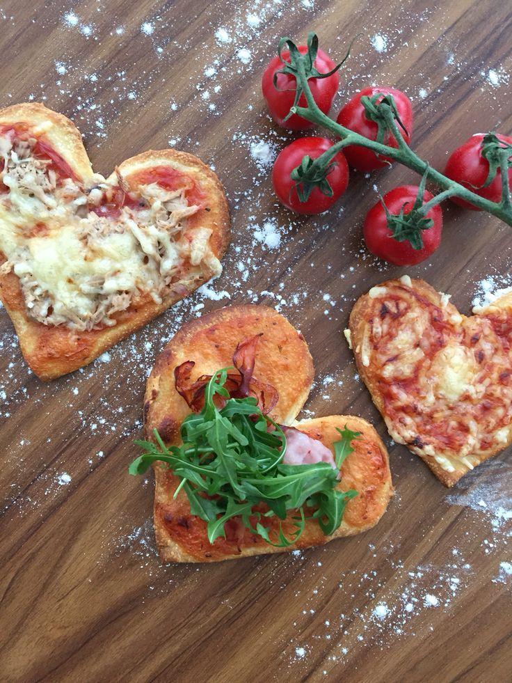 Pizza hearts, selfmade Pizza, Pizza selber machen, Pizzaherzen, Valentinesday dinner, Valentinstagsessen  www.stilechtes.blogspot.com