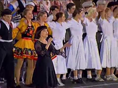 (1) Mireille Mathieu - Non Je Ne Regrette Rien, La Vie En Rose (La Place Rouge, Moscou, le 9 mai 2005) - YouTube