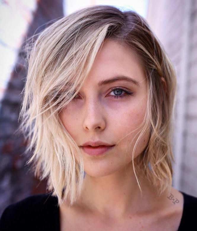 Side-Parted Medium Hairstyle For Thin Hair