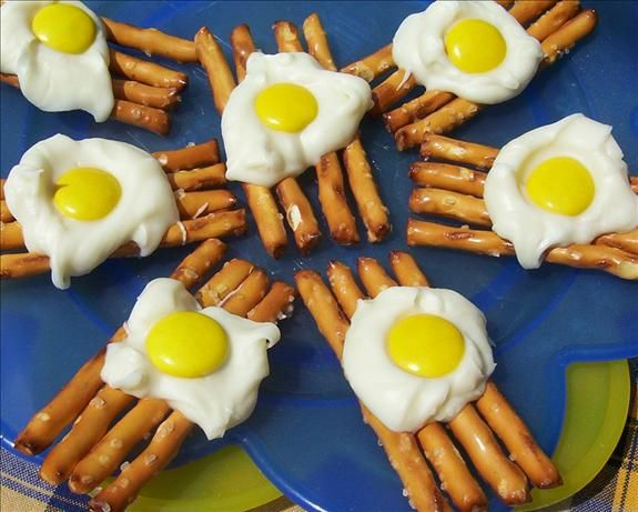 """Eggs on a Grill ( Candy) from Food.com: Great idea for pre-k snack for the letter """"e"""".  A fun snack to make and eat! This is a great recipe to get the kids to help you with. You can speed up the cooling time by putting the pan into the fridge for about 5 minutes. (Cooking time is cooling time)"""