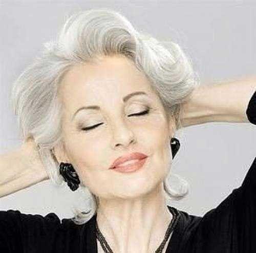 Elegante e Agradável Cortes de cabelo Curto para mulheres mais Velhas - http://bompenteados.com/2017/09/29/elegante-e-agradavel-cortes-de-cabelo-curto-para-mulheres-mais-velhas.html