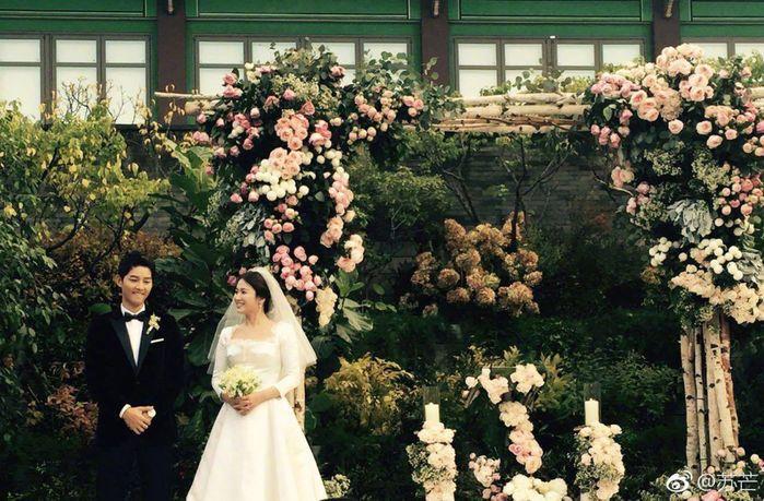 """Song Joong Ki và Song Hye Kyo cũng chính thức về chung một nhà sau """"siêu đám cưới"""" diễn ra vào 4 giờ (giờ địa phương) chiều qua."""