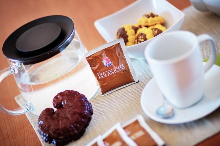 A DXN Zhi Mocha a Linghzi kávé egyik típusa, melyet a kávé azon szerelmeseinek készítettünk, akik a csokoládét is kedvelik. A gazdag aromájú DXN Zhi Mocha válogatott kávészemekből készült instant kávépor, Ganoderma kivonat és kakaópor keveréke. http://marticafe.dxn.hu/termekek