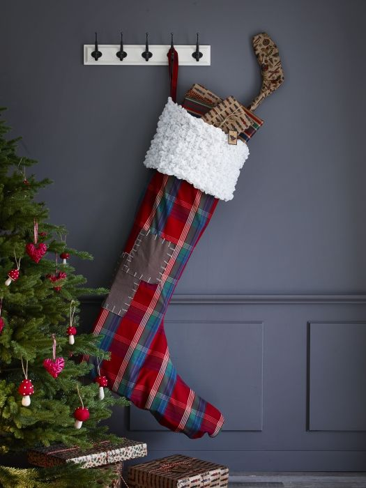Ήσαστε καλά παιδιά φέτος; Ράψτε μιας μεγάλη μπότα για να χωρέσουν όλα τα δώρα που θα φέρει ο Άγιος Βασίλης!