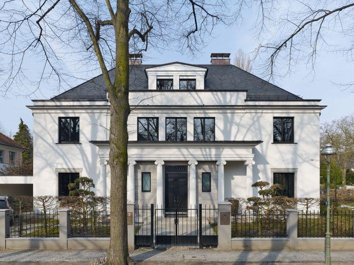 Villa J in Berlin Dahlem by Kahlfeldt Architekten.