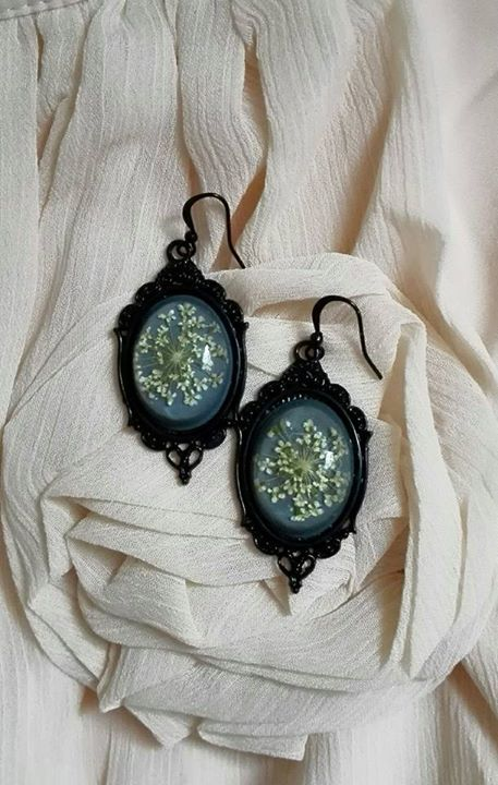 Real flowers resin gothic earrings