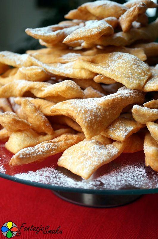 Faworki z cukrem pudrem http://fantazjesmaku.weebly.com/faworki-z-cukrem-pudrem.html