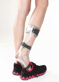 Tynor Foot Drop Splint Right/Left Applications Prevention and correction of foot drop. Peripheral nerve paralysis. Nerve/Muscle damage. Ankle or Plantar flexion contracture. Functional Alignment of the foot. Post operative care. Burn patients. Tynor Foot Drop Splint Right/Left Features Effective foot lift. Strong leaf spring action. Customizable. Thin walled, worn in a shoe. Tynor Foot Drop Splint Right/Left Measurements Measure shoe size