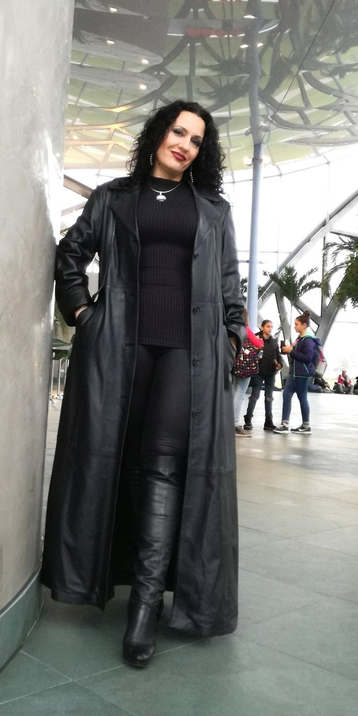 "dark-power-women:  ""https://twitter.com/MistressLuna_  """