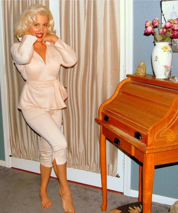 Marilyn Monroe 7 Year Itch Pedal Pushers Set Etsy Kimono Fashion Pedal Pushers Perfect Figure