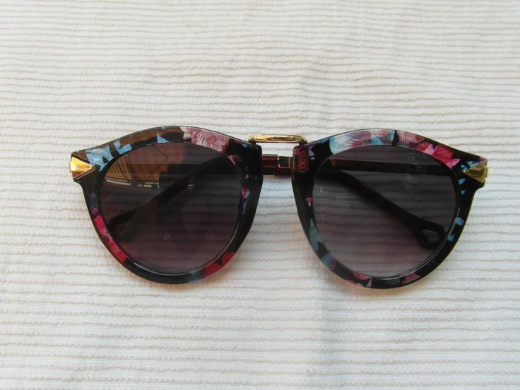 Gafas Retro: Flowers via Son de mar Vintage. Click on the image to see more!