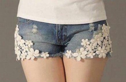 Short Jeans Flores (só uma idéia para se fazer numa bermuda...já que os shorts são bem curtinhos, né? ^_~)