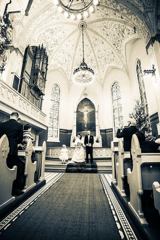 Hääkuvaus kirkossa Joensuussa, Liedon Kuvaus / Turku, Lieto #hääkuvaus #hääkuvaaja #Turku #Lieto #valokuvaamo www.liedonkuvaus.fi www.facebook.com/liedonkuvaus