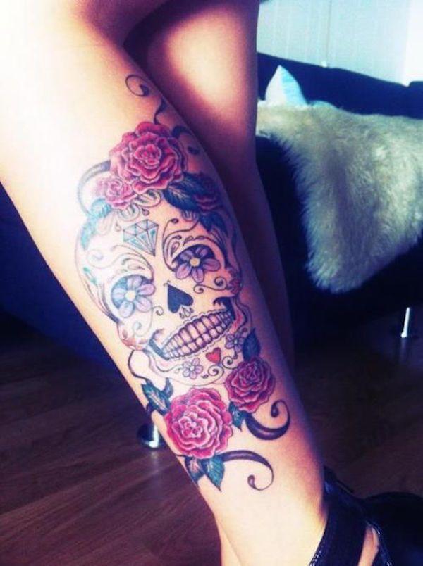 Tatuagem Feminina na Perna | Caveira Mexicana e Rosas