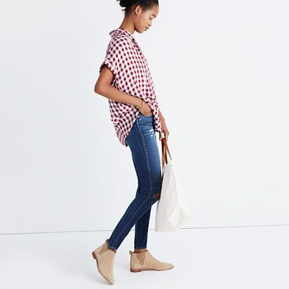 Our feminine take on a slightly oversized shirt in a supersoft and drapey material. Effortless and cool with a shirred silhouette, gingham checks and easy sleeves. <ul><li>Slightly oversized.</li><li>Viscose.</li><li>Machine wash.</li><li>Import.</li></ul>