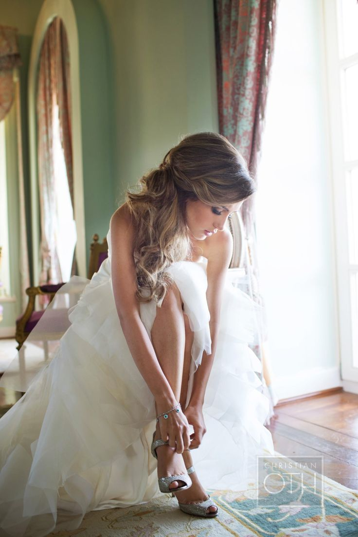 Sideswept wedding hair. Chez Richard. Photography: Christian Oth Studio - christianothstudio.com