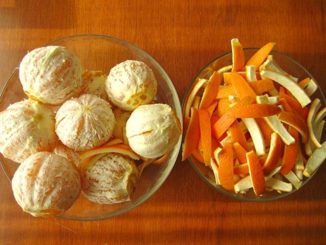 Ricetta scorze di arance candite | Titty e Flavia spiegano il procedimento per realizzare le scorze di arance candite: ottime da gustare con il cioccolato