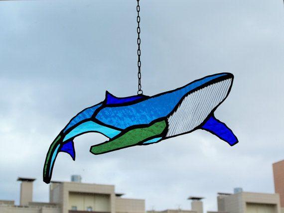 Большой горбатый кит ловец снов витражная подвеска