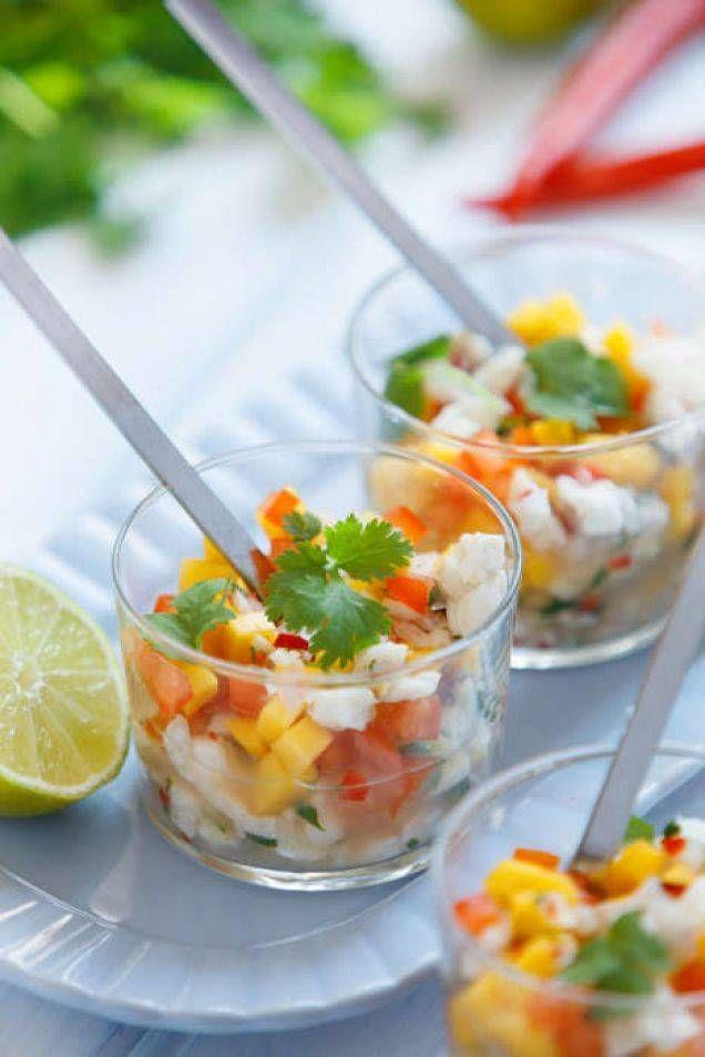 Sydamerikanska rätten ceviche är en fräsch aptitretare, där fisk och skaldjur tillagas med hjälp av syra från lime och citron. Sedan kan cevichen smaksättas på en uppsjö vis, här nedan följer ett klassiskt recept med chili, koriande, tomat och mango. Helt klart beroendeframkallande!