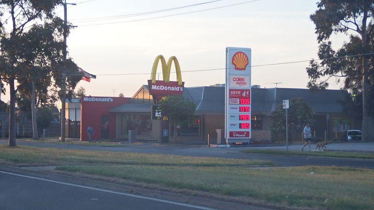 Ballarat rd Sunshine Mackers and Shell petrol station Sunshine 7.10.2014